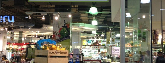 Gourmet Market is one of Chaimongkol's Liked Places.