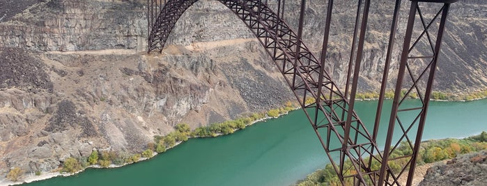 Perrine Bridge Scenic Overlook is one of Tempat yang Disukai Jordan.