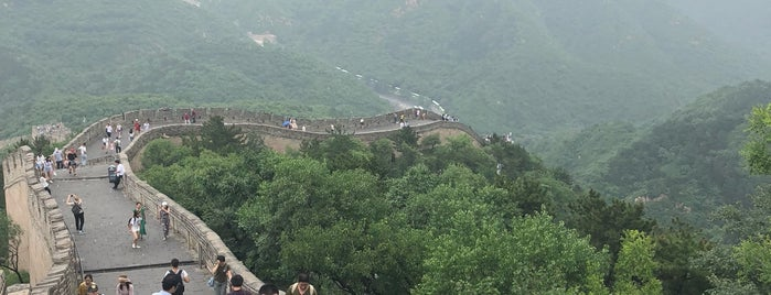 The Great Wall at Badaling is one of Locais curtidos por Brett.