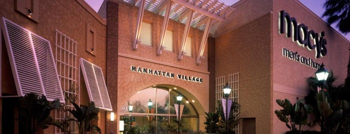 Manhattan Village Shopping Center is one of Locais curtidos por Dan.