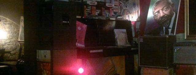 909 Cafe is one of hipsteria e alcolismo andante.