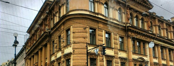 Radisson Royal Hotel is one of สถานที่ที่ Anastasia ถูกใจ.