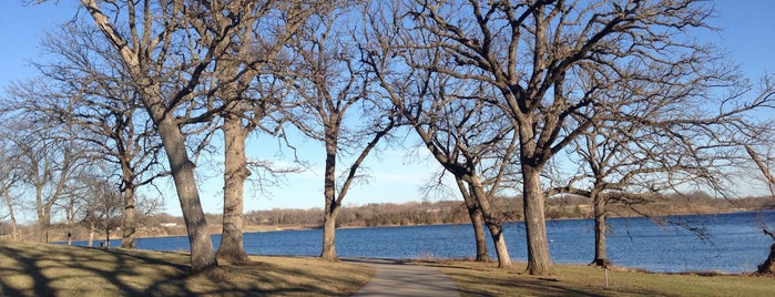 Lake Shawnee Walking & Running Trail is one of Places that don't cost a dime!.
