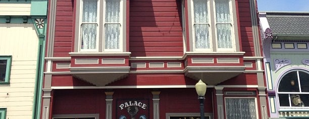 Palace Saloon is one of Cali.
