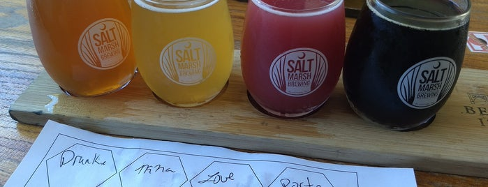 Salt Marsh Brewing is one of Lugares favoritos de Greg.