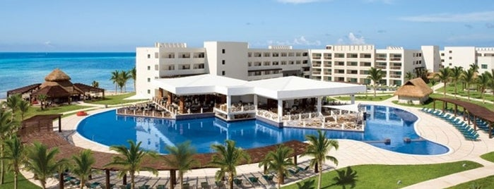 Secrets Silversands Resort & Spa is one of Locais curtidos por Cristian.
