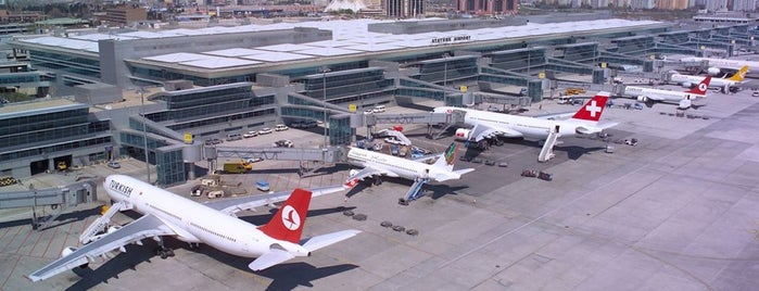 Aeroporto Internacional de Istambul / Atatürk (ISL) is one of Locais curtidos por Ali.