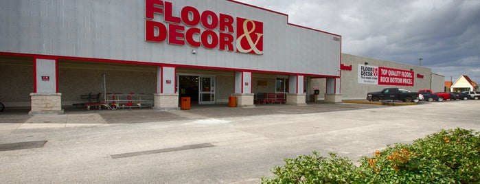 Floor & Decor is one of Locais curtidos por Rita.
