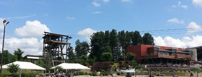 U.S. National Whitewater Center is one of Lieux qui ont plu à Zaki.
