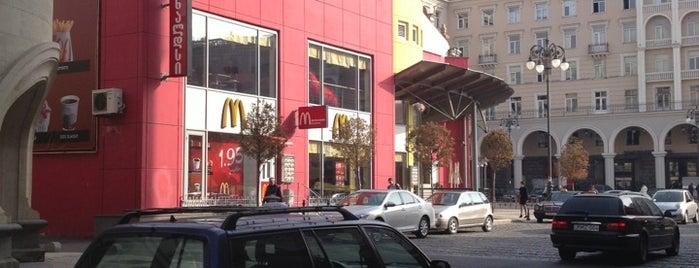 McDonald's | მაკდონალდსი is one of Tempat yang Disimpan Natalia.