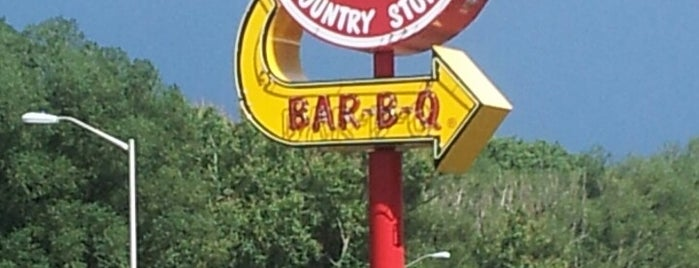 Rudy's Country Store and Bar-B-Q is one of Locais salvos de Ike.