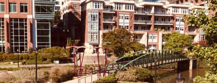 Downtown Greenville is one of Tempat yang Disimpan Joshua.