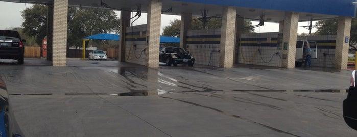 Mr. Sharky's Car Wash is one of James'in Beğendiği Mekanlar.
