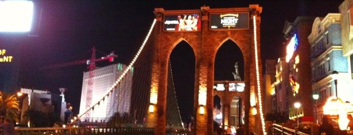 Brooklyn Bridge is one of Bucket List.