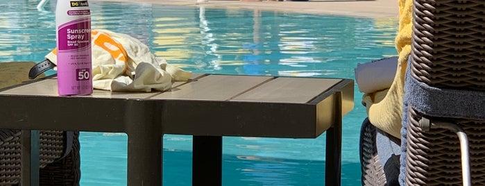 ARIA Pool & Cabanas is one of Tempat yang Disukai Cristina.