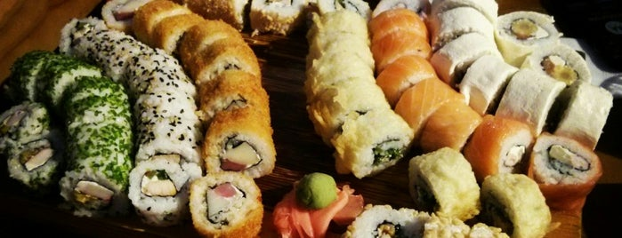 Akita Sushi is one of Locais curtidos por Mafe.