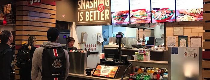 Smash Burger is one of Gregg 님이 좋아한 장소.