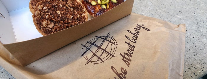 Bourke Street Bakery is one of Lugares favoritos de Emily.