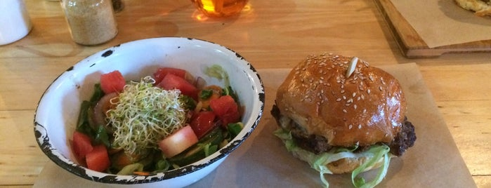 IYO burgers is one of Kapstaden.