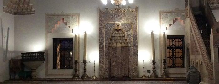 Begova Mosque is one of Posti che sono piaciuti a Carl.