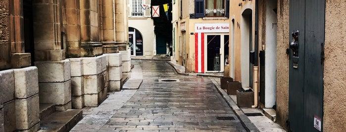 Le Bagatelle is one of Lieux qui ont plu à Helena.