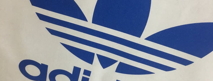 adidas Originals is one of Veeさんのお気に入りスポット.