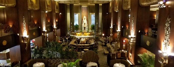 Hilton Cincinnati Netherland Plaza is one of Tempat yang Disukai Andy.