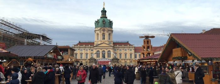 Weihnachtsmarkt vor dem Schloss Charlottenburg is one of Lugares favoritos de Jon.