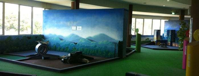 LilliPutt Indoor Mini Golf is one of Lieux qui ont plu à Ben.