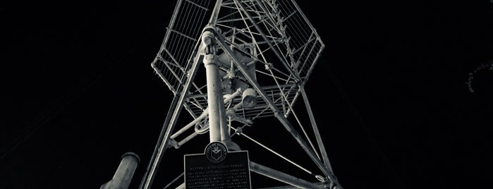 Moonlight Tower (9th & Guadalupe) is one of Lugares guardados de ESTHER.
