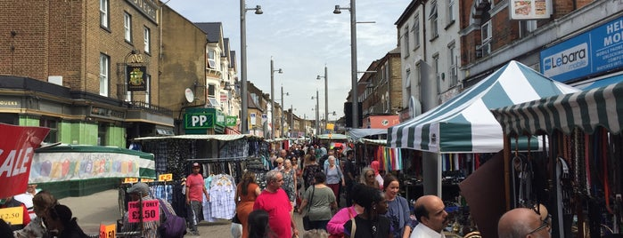 Walthamstow Market is one of Lugares favoritos de Mela.
