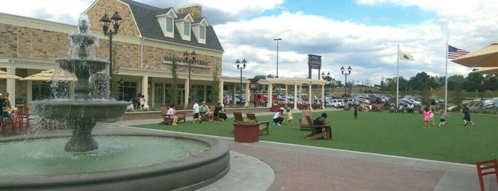 Gloucester Premium Outlets is one of Orte, die Joe gefallen.