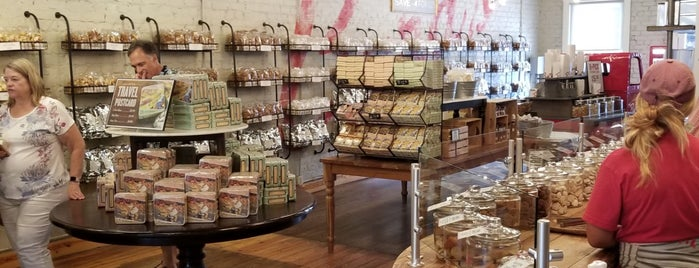 The Cookie Shop @ Byrd Cookie Company is one of Lieux sauvegardés par Gretchen.