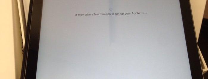 Apple Store | Future World is one of Вылазка в Дели 16 мая.
