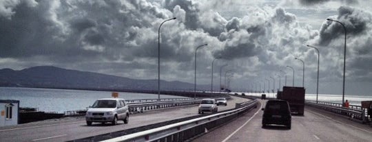 Низководный мост через Амурский залив is one of สถานที่ที่ Dima ถูกใจ.