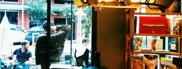 Minoa Bookstore & Café is one of publar ve kafeler.