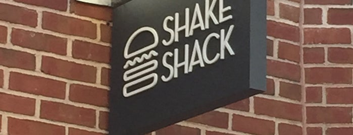Shake Shack is one of Tempat yang Disukai Anthony.