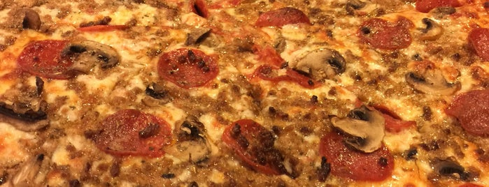 Famous Pizza Home is one of Lugares guardados de Karl.