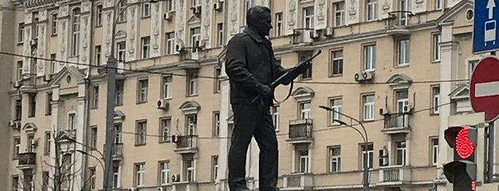 Памятник М. Т. Калашникову is one of Lieux qui ont plu à Jano.