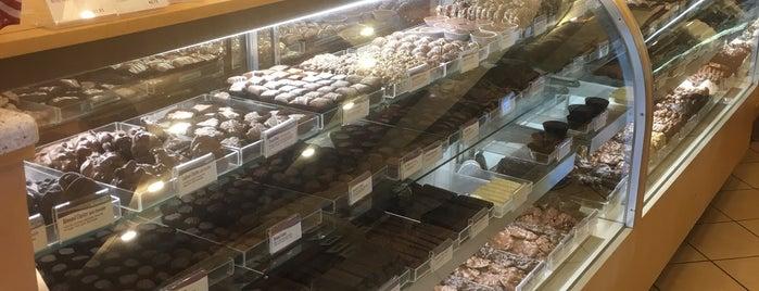 Rocky Mountain Chocolate Factory is one of Posti che sono piaciuti a Austin.