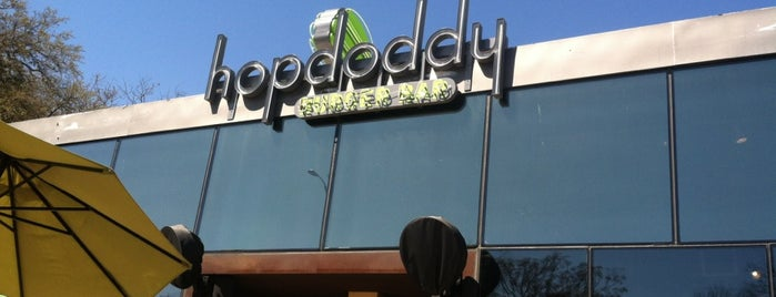Hopdoddy Burger Bar is one of Orte, die Abbey gefallen.
