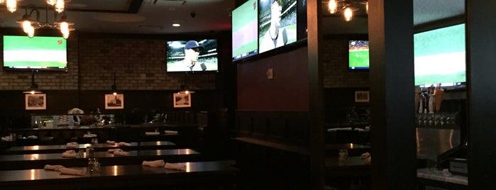 Dewey's Pub is one of Lugares favoritos de Lauren.