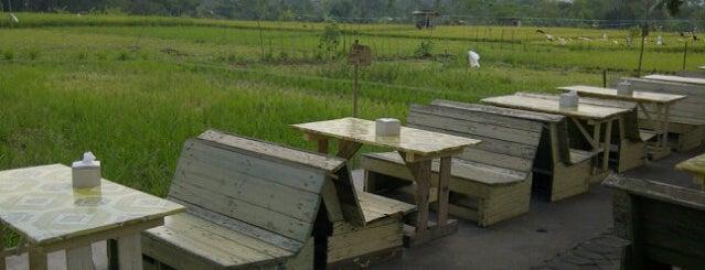 Warung Joglo Bu Rini is one of Tempat yang Disukai Chuck.