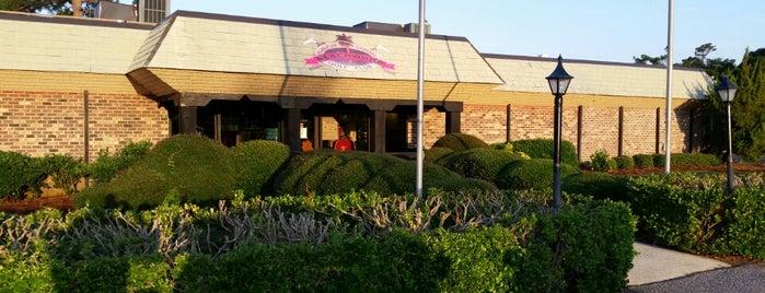 Beachwood Golf Club is one of Orte, die Tucker gefallen.