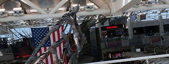 Aeropuerto Internacional John F. Kennedy (JFK) is one of Lugares favoritos de Eduardo.