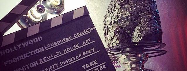Ciné Theatre is one of Posti che sono piaciuti a Tawfik.