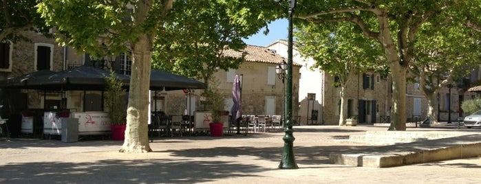 Café de la Fontaine is one of Locais curtidos por Leslie.