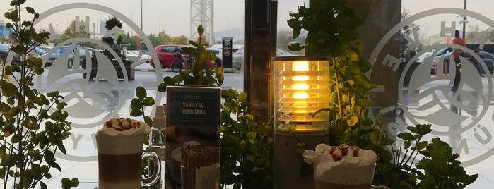 Kahve Dünyası is one of Burak'ın Beğendiği Mekanlar.