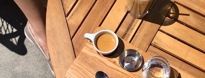 Link Coffee Bar is one of สถานที่ที่ Andrea ถูกใจ.