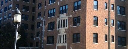 Ambassador Apartments is one of Posti che sono piaciuti a Robyn.